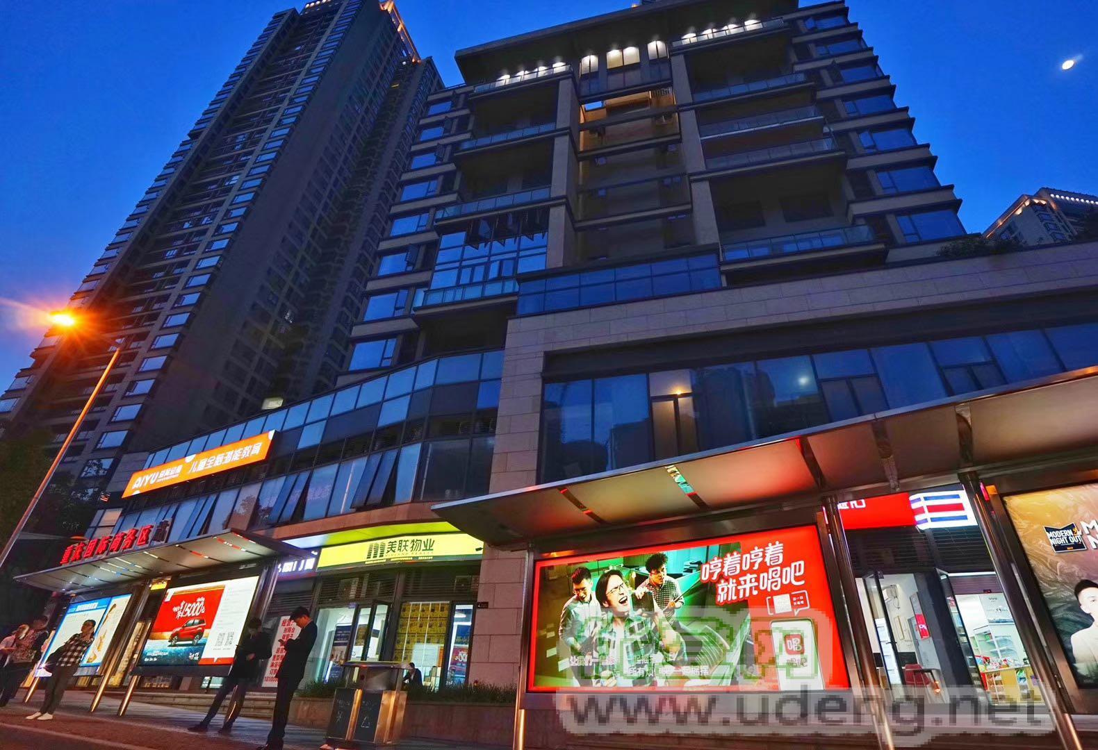重庆公交站台灯箱广告